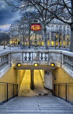 Métro des Champs-Elysées, Paris, France.