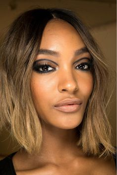 Jourdan Dunn's bold graphic eyeliner, backstage at Atelier Versace Spring 2015 Couture Show