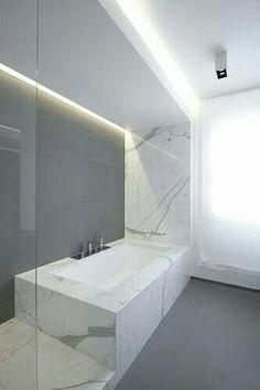 Salle de bain marbre blanc baignoire carrée