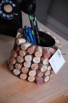 For a Father's Day gift, try making this fun cork-covered pencil cup. Wine Cork Art, Wine Cork Crafts, Wine Corks, Wine Cork Ornaments, Wine Cork Projects, Cork Bulletin Boards, Plastic Crates, Pot A Crayon, Champagne Corks