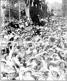 Snapshots of Street Scenes in Sydney Following the Official News of the Armistice - November 1918 - Scene in Moore-street, Sydney, at Mid-Day on Tuesday November 12