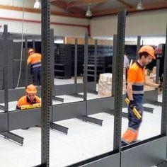 Equipo de montadores especializados en estanterias metalicas comerciales Shelving, Divider, Metal, Room, Furniture, Home Decor, Commercial Shelving, Shelves, Bedroom