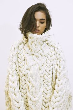 1000 ideas about knitwear on sweaters korean Knitwear Fashion, Knit Fashion, Womens Fashion, Vogue Knitting, Look At You, Knitting Designs, Mode Inspiration, Mode Style, Sweater Weather