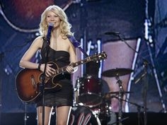 Gwyneth Paltrow's singing soars and the song selection is strong, but the plot just can't pull itself together and stays an overlong, silly melodrama Country Music News, Country Music Stars, Country Strong, Header Image, She Movie, Ex Husbands, Gwyneth Paltrow, Beautiful People, Wonder Woman