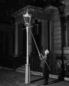 Lamplighter, Kensington, circa 1930.  Bill Brandt (1904-1983). S)