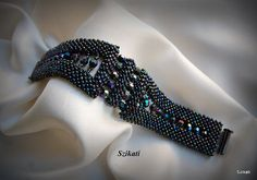 Glasperlen metallisch dunkel blaue Iris Seed Bead von Szikati, $130.00
