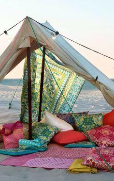 Ah eu ali, deitada, tranquila, relaxando ouvindo o mar!