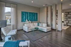 Türkiz és fehér nappali - A bézs és a barna világos színei egységesen végighúzódnak a lakáson, melyet a nappaliban a...
