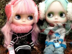 iPod addicts by mademoiselleblythe, via Flickr