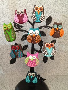 Polymer clay owls, created using cernit polymer clay. Polymer Clay Owl, Diy Fimo, Crea Fimo, Polymer Clay Kunst, Polymer Clay Miniatures, Polymer Clay Jewelry, Clay Art Projects, Polymer Clay Projects, Clay Magnets
