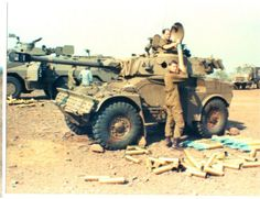 Loading 90mm practice rounds Military Weapons, Military Art, Military History, Army Vehicles, Armored Vehicles, South African Air Force, Army Day, Armoured Personnel Carrier, Vietnam War Photos