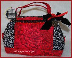 Neceser oriental rojo flores blancas. Forrado y guateado. pilicose.blogspot.com.es