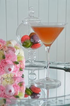 French Martini: Vodka, Pineapple Juice, + Chambord // shake w/ice Vodka Recipes, Martini Recipes, Cocktail Recipes, Wine Recipes, Party Drinks, Fun Drinks, Beverages, Cocktail Night, Cocktail Drinks