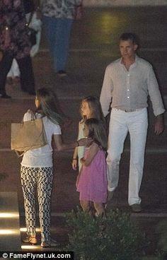 05 AUGUST 2014 Despues del posado, los Reyes y sus hijas salieron a cenar por Mallorca. 1