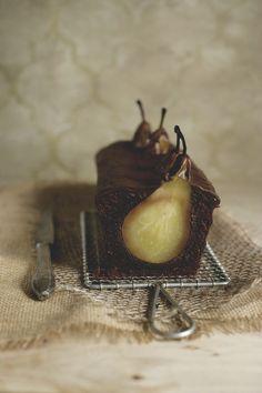 Beschwipster Schoko-Nuss-Kuchen mit versunkenen Birnen & Gewürzen - alaViky.de