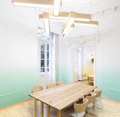 Sala de jantar com pintura ombre e composição de luminárias ❤️