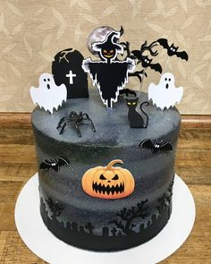 Spooky Halloween Cakes, Bolo Halloween, Spooky Treats, Halloween Desserts, Halloween Kids, Halloween Theme Birthday, 4th Birthday Cakes, Pasteles Halloween, Clown Cake