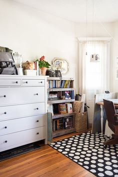 House Tour: A Warm Massachusetts Rental Apartment | Apartment Therapy