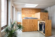 Loft in multiplex: Anyplace door B-Architecten Tiny Apartments, Tiny Spaces, Classic Home Decor, Classic House, Plywood Interior, Plywood Furniture, Furniture Projects, Loft Door, Interior Architecture