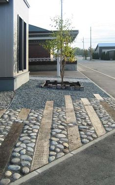 Landscaping with River Rock: Best 130 Ideas and Designs Landscaping with river rock can create breathtaking backyards, gardens and patios. We present some of the top river rock landscaping ideas with these 130 photos. River Rock Landscaping, Landscaping With Rocks, Modern Landscaping, Front Yard Landscaping, Landscaping Ideas, Paving Ideas, Landscape Plans, Landscape Architecture, Landscape Design