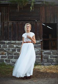 country-farm-bride-rm-williams-boots-barn-wedding-dress-gown5