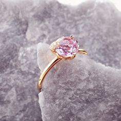 Receive off all Jewellery with the voucher code Ring Peekaboo rose gold size amethyst with round cut total ct., 9 diamonds with brilliant cut total ct.