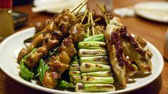 Cibo giapponese, ricetta yakitori, spiedini di pollo e porri, ricetta top