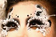 Avantgarde Make-up und Haare Make Up Art, Eye Make Up, How To Make, Halloween Hair, Halloween Face Makeup, Avantgarde, Def Not, High Fashion Makeup, Runway Makeup