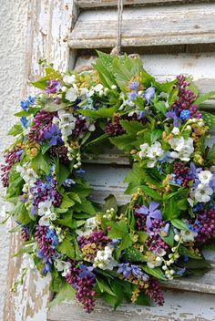 Not a wreath person usually, but love this one.