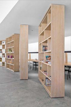 Shelves. biblioteca madera divisor pasar