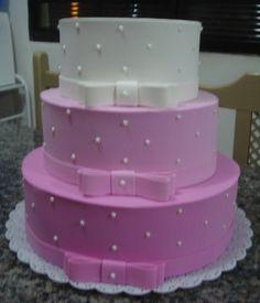 BOLO FALSO EM EVA ROSA E BRANCO Pink Birthday Cakes, Pink Cakes, 16th Birthday, Girl Birthday, Birthday Parties, Bolo Fake Minnie, Bolo Fake Eva, Bolo Fake Princesa, Traditional Wedding Cakes