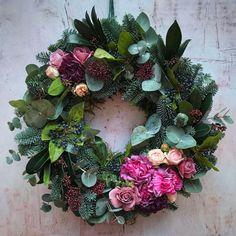 Einen zeitgenössischen Weihnachtskranz machen, #einen #machen #Weihnachtskranz #zeitgenössischen