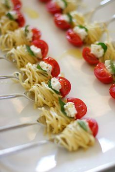 One Bite Pasta with Cherry Tomato or Meatball – (Free Recipe below) - Fingerfood Ideen Cherry Tomato Pasta, Cherry Tomatoes, Tomato Basil, Fingerfood Party, Wedding Appetizers, Tasty, Yummy Food, Healthy Food, Snacks Für Party