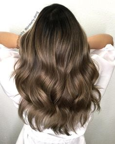 Hairstyles and Beauty: The Internet`s best hairstyles, fashion and makeup pics are here. Balayage Ombré, Brown Hair Balayage, Hair Highlights, Brown Hair Shades, Brown Hair Colors, Bad Hair, Hair Day, Beauty Make-up, Hair Beauty