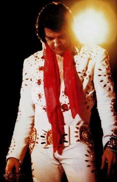 Elvis Presley Taking Care Of Business - Biography 1970 - 1977 Elvis Presley Concerts, Elvis Presley Graceland, Elvis Presley Photos, Photo To Video, Best Documentaries, You're Hot, Idole, Most Handsome Men, Most Beautiful Man