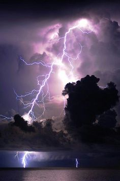 Purple Storm by Mark Riddick Lightning photos are so incredible All Nature, Science And Nature, Amazing Nature, Beautiful Sky, Beautiful World, Tornados, Thunderstorms, Thunder And Lightning, Lightning Storms