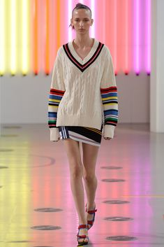 See all the Collection photos from Preen By Thornton Bregazzi Spring/Summer 2015 Ready-To-Wear now on British Vogue Fashion In, Knit Fashion, Sweater Fashion, Fashion 2020, Fashion Show, Fashion Design, Fashion Weeks, Look 2015, Spring Summer 2015