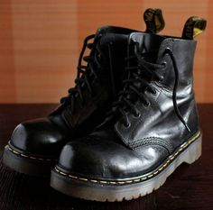 Doc Martens - What are they and how do you wear them? Doc Martens Outfit, Doc Martens Style, Doc Martens Boots, Dr. Martens, White Doc Martens, Brown Knee High Boots, Brown Boots, Black Platform, Platform Boots