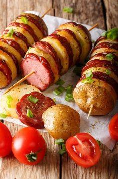 Die Erdäpfel Wurst Spieße sind ein einfaches und köstliches Grill Gericht. Dieses Rezept ist auch für Kochanfänger geeignet.