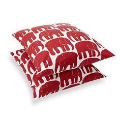 Das Elefantti-Motiv wurde im Jahr 1969 von Laina Koskela für Finlayson, eine traditionsreiche Textilmarke aus Finnland, entworfen. Die beliebten Elefanten sind immer noch in Produktion und zieren hier einen dekorativen Kissenbezug.
