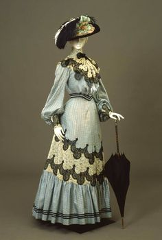 Day dress ca. From the Galleria del Costume di Palazzo Pitti via… 1900s Fashion, Edwardian Fashion, Vintage Fashion, Fashion Goth, Vintage Beauty, Fashion Trends, Belle Epoque, Historical Costume, Historical Clothing