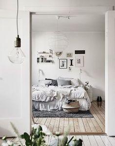 Minimalist bedroom inspiration: gallery wall