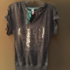 Small top never worn Fast shipping Tops