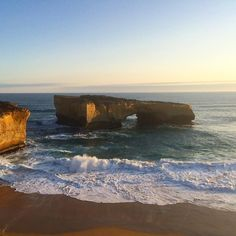 London Bridge  #londonbridge #londonarch #portcampbell #greatoceanroad #oceanview #landscape #scenicdrive #visitaustralia #visitvictoria #visitgreatoceanroad #travelgram #travel #instatravel #beautifuldestinations by ryan_ilahi