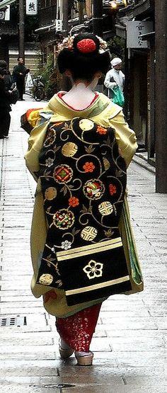 Maiko. #japan #kimono #kyoto