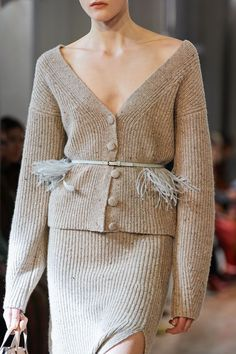 Altuzarra Fall 2020 Ready-to-Wear Fashion Show - Vogue Knitwear Fashion, Knit Fashion, Beautiful Prom Dresses, Nice Dresses, Peplum Dresses, Bandage Dresses, Fashion 2020, Fashion Show, Paris Fashion