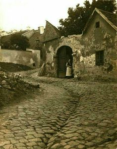 Old Pictures, Old Photos, Vintage Photos, Budapest Hungary, Historical Photos, Tao, Barcelona Cathedral, Mount Rushmore, Marvel