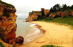 Forte de São João do Arade ou Castelo de Ferragudo, Lagoa, Algarve em todos estes séculos, foi um dos guardiões da entrada do Rio Arade e, se falasse, muitas coisas teria para nos contar. Não tendo vo