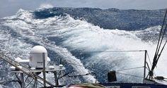 Photo sent from the boat Spirit of Yukoh, on December 3rd, 2016 - Photo Kojiro ShiraishiPhoto envoyée depuis le bateau Spirit of Yukoh le 3 Décembre 2016 - Photo Kojiro ShiraishiC'est la tempête dehors. On a 40 à 50 noeud, avec des vagues de 6 mètres