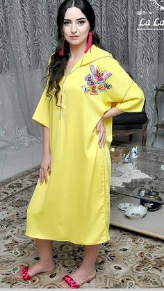 Jalaba Girls Fashion Clothes, Girl Fashion, Fashion Dresses, Womens Fashion, Sporty Fashion, Mod Fashion, Caftan Gallery, Mode Kimono, Arabic Dress